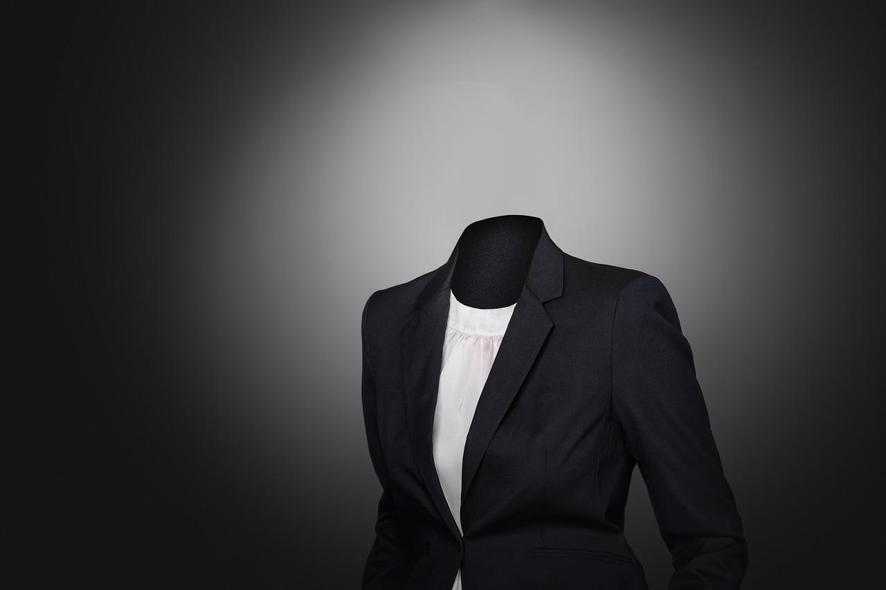 営業女子必見‼︎ジャケットのインナー選びの簡単3つのこだわりポイント