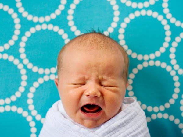 赤ちゃんの夜泣きに悩む全ての人へ。ようこそ『オンライン夜泣き小屋』へ!